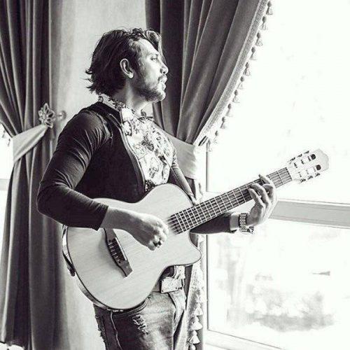 photo 2018 08 30 11 55 52 500x500 - دانلود آهنگ جدید امیر عباس گلاب بنام تنگه ی  ابوقریب